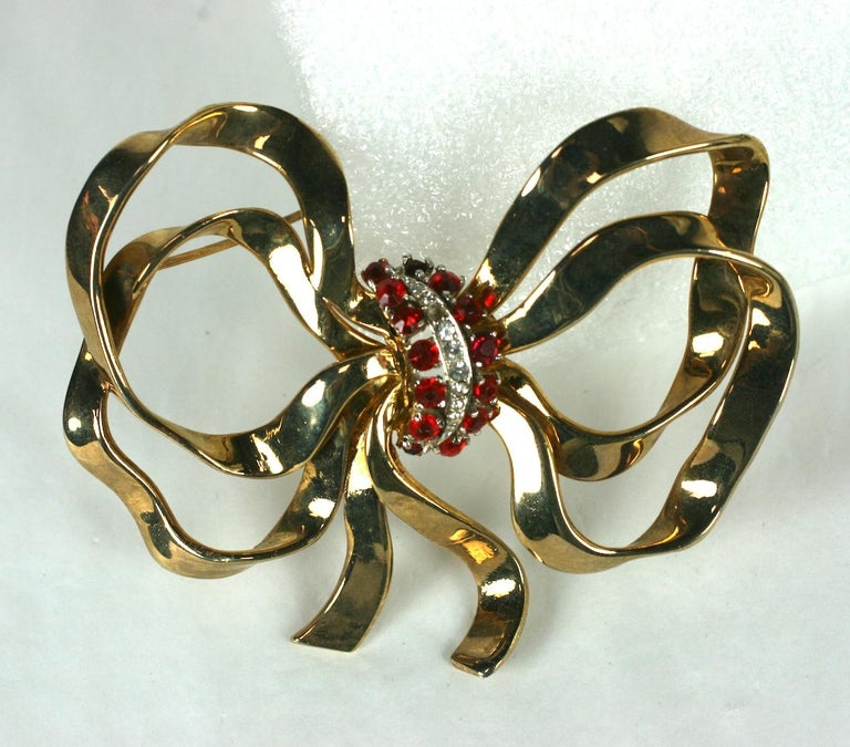 Round Cut Mazer Retro Bow Knot Brooch Demi Parure For Sale
