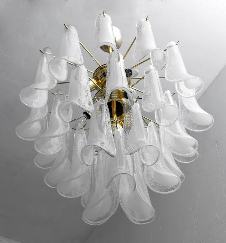 Late 20th Century Mazzega Mid-Century Modern Italian Murano Glass and Brass Chandelier, Late 1980s For Sale