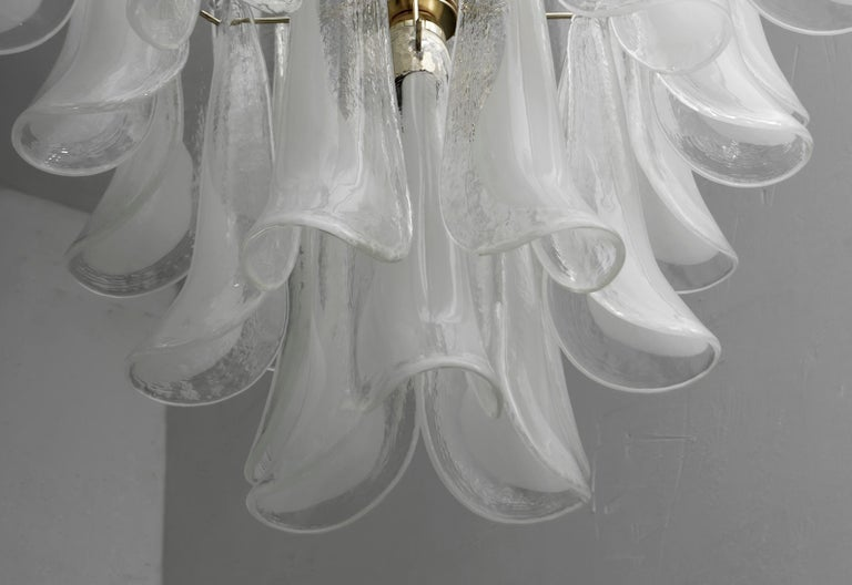 Mazzega Mid-Century Modern Italian Murano Glass and Brass Chandelier, Late 1980s For Sale 2