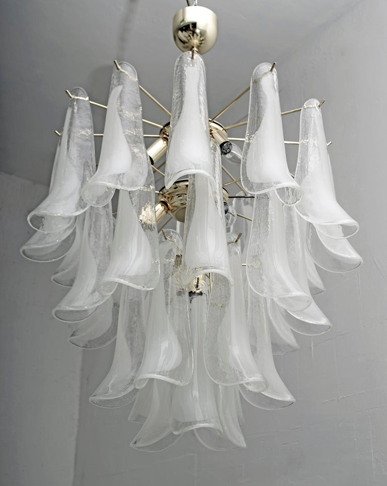 Mazzega Mid-Century Modern Italian Murano Glass and Brass Chandelier, Late 1980s For Sale 4