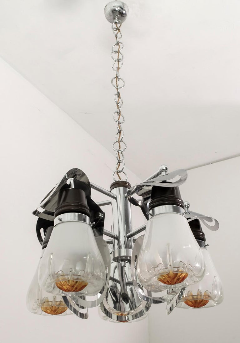 This chandelier is composed of 5 blown glass bowls, the sculptural structure is in steel and wood.