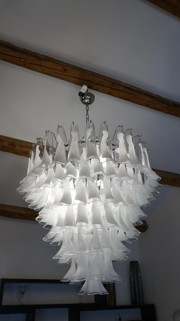 Hand-Crafted Mazzega Mid-Century Modern White Murano Glass Selle Chandelier, 1988s For Sale