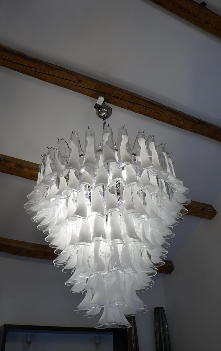Mazzega Mid-Century Modern White Murano Glass Selle Chandelier, 1988s In Good Condition For Sale In Murano, Venezia