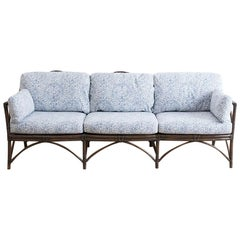 Blau-Weiß gepolstertes Bambus-Rattan-Sofa von McGuire