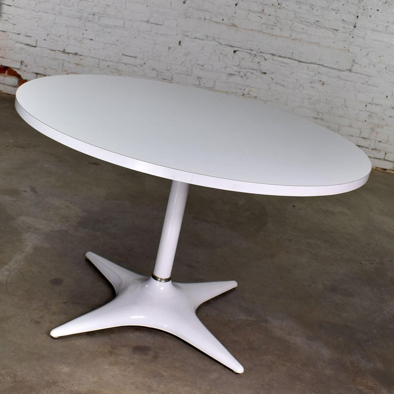 Mid-Century Modern MCM Brody Chicago Round Pedestal Dining Table Enameled Star Base & Laminate Top For Sale