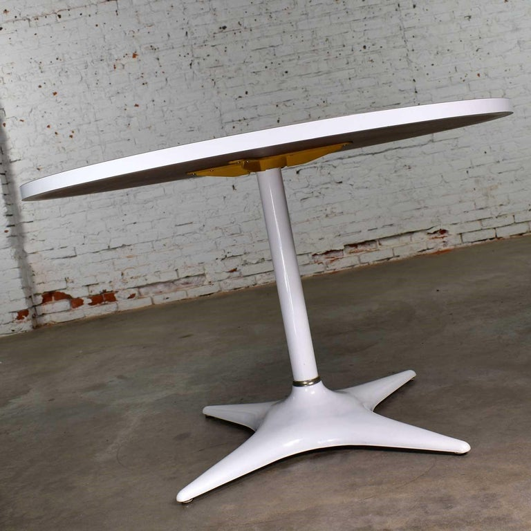 American MCM Brody Chicago Round Pedestal Dining Table Enameled Star Base & Laminate Top For Sale