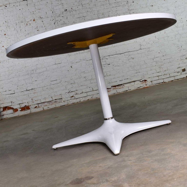 MCM Brody Chicago Round Pedestal Dining Table Enameled Star Base & Laminate Top For Sale 2