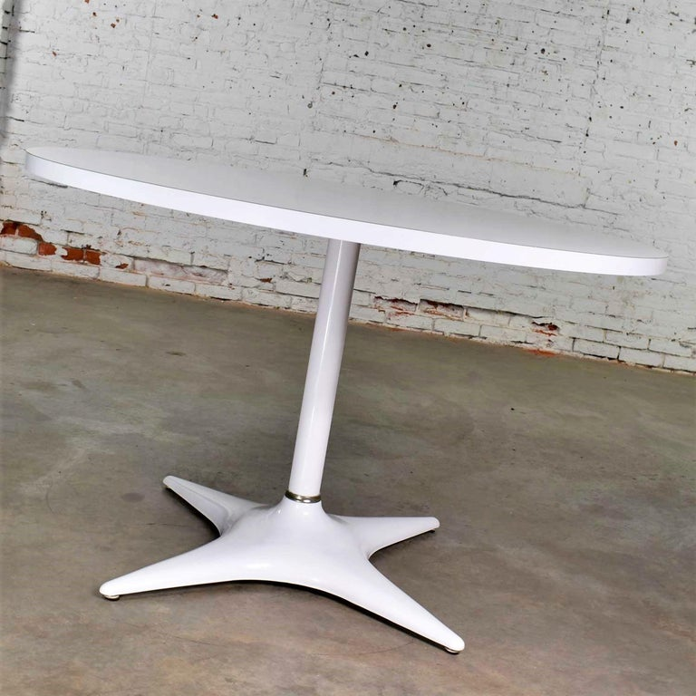 MCM Brody Chicago Round Pedestal Dining Table Enameled Star Base & Laminate Top For Sale 3
