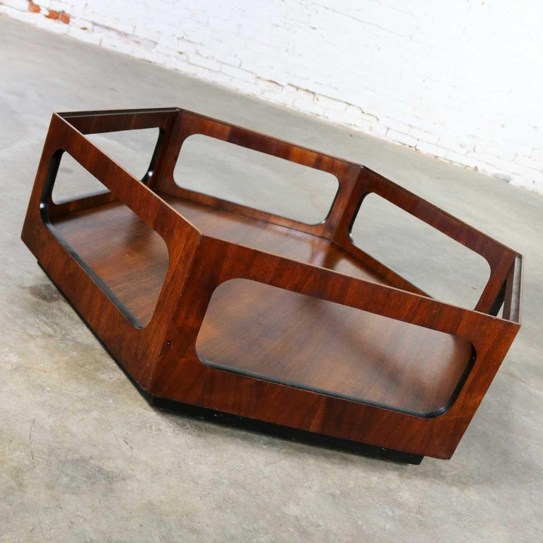 Mcm Lane Alta Vista Hexagon Coffee Table Walnut And Smoked Gl Style 1121 04 For