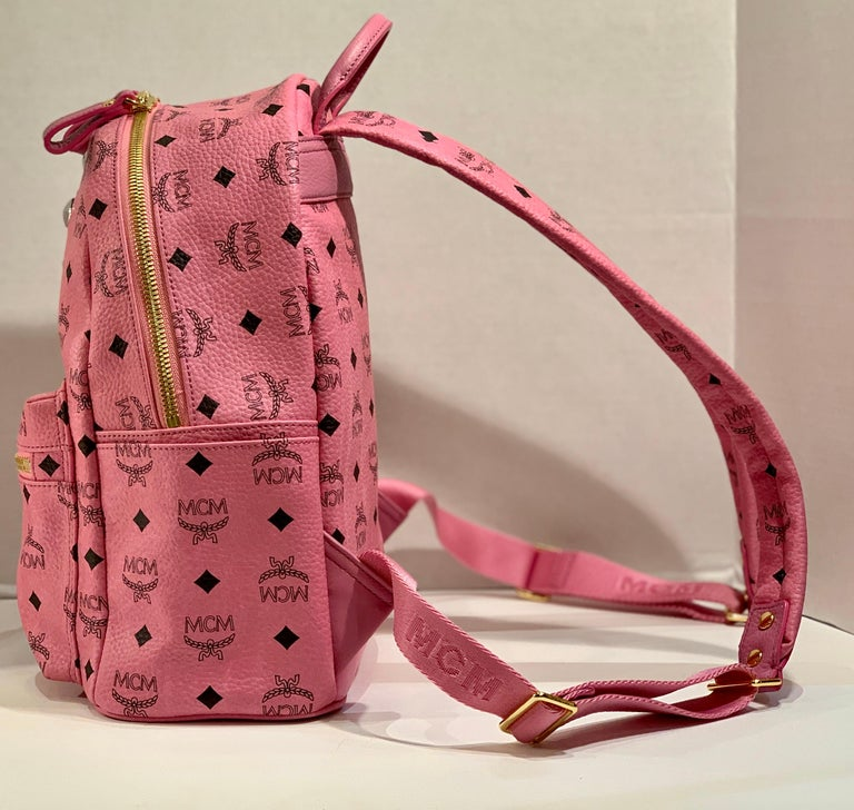 MCM Worldwide Medium Stark Backpack Pink and Black Visetos with Gold Studs In New Condition For Sale In Tustin, CA
