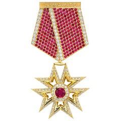 Medal Brooch 18 Karat Yellow Gold 2.20 Carat Diamond Rubies
