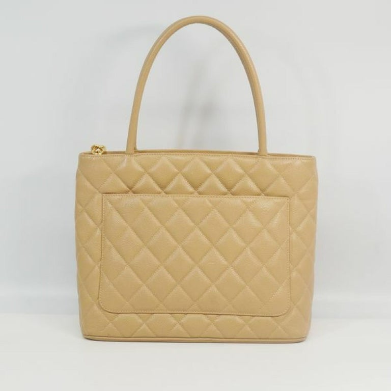 Medallion tote  Womens  tote bag A01804  beige x gold hardware Leather In Good Condition For Sale In Takamatsu-shi, JP