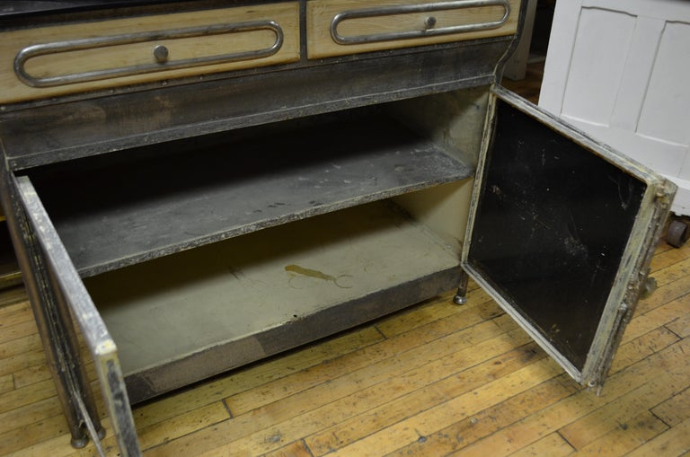Medical Cabinet from the Art Deco Period, circa 1920s For Sale 4