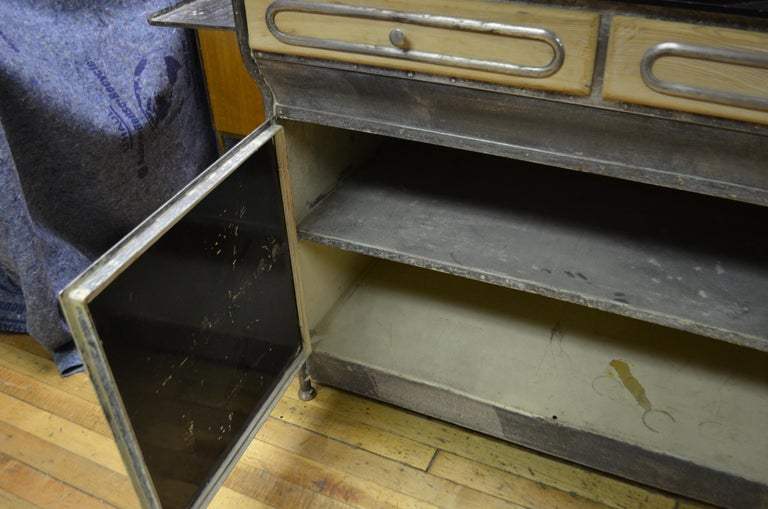 Medical Cabinet from the Art Deco Period, circa 1920s For Sale 5