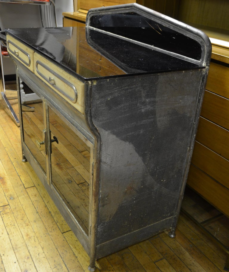 Medical Cabinet from the Art Deco Period, circa 1920s In Good Condition For Sale In Madison, WI