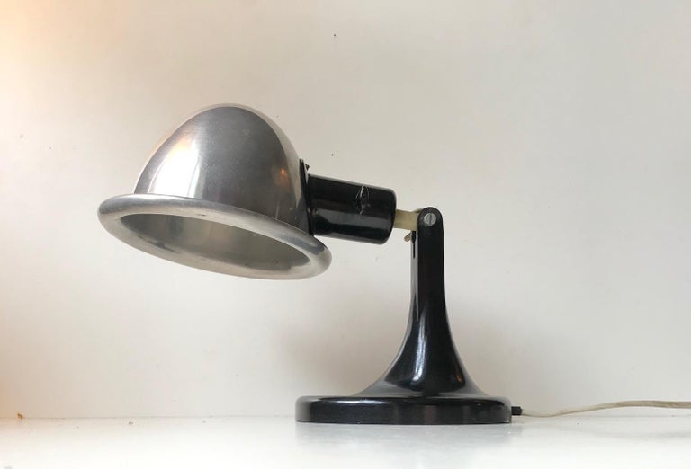 Medical DDR Table Lamp in Bakelite and Aluminium, circa 1940 In Good Condition For Sale In Esbjerg, DK