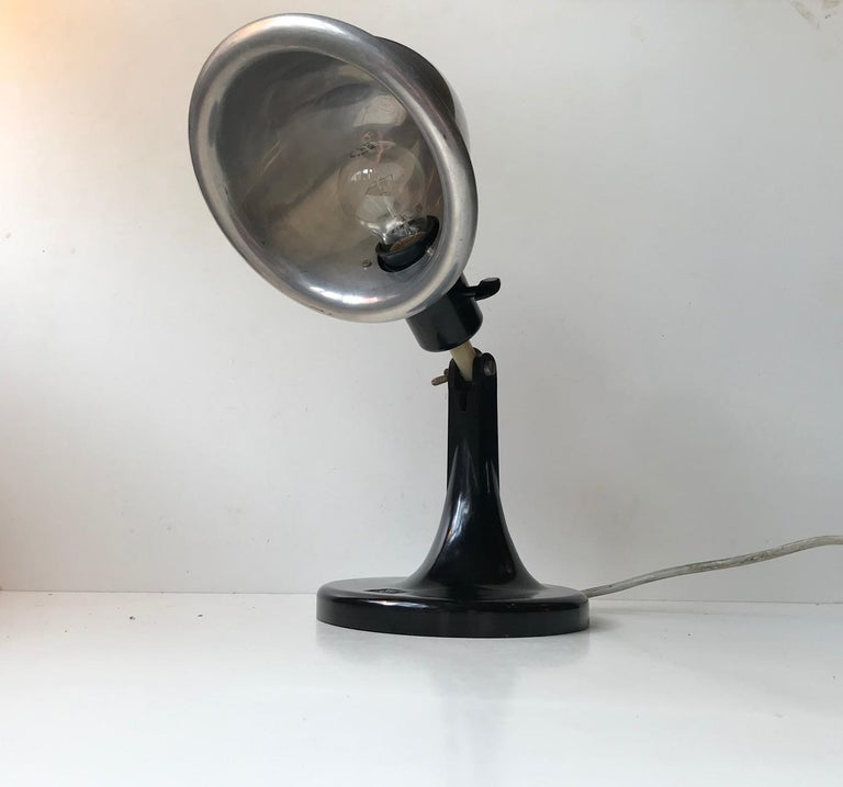 Medical DDR Table Lamp in Bakelite and Aluminium, circa 1940 For Sale 1