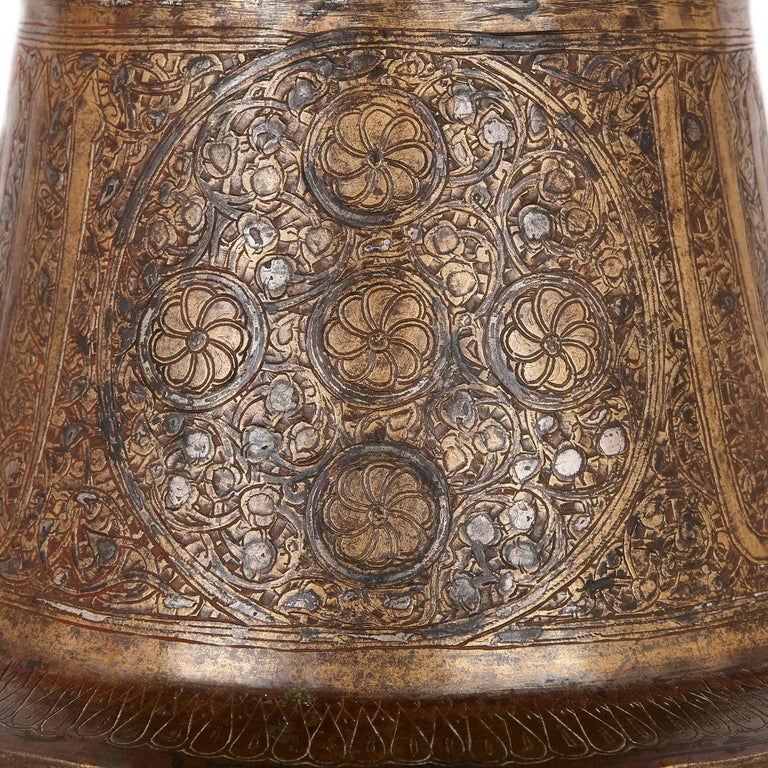Medieval Egyptian Mamluk Brass Tray Stand with Silver Inlay In Good Condition For Sale In London, GB