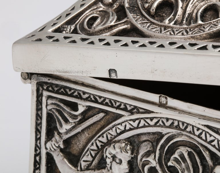 Medieval-Style Sterling Silver '.950' Footed Jewelry Box with Hinged Lid, Paris For Sale 12