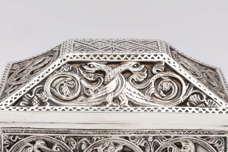 Medieval-Style Sterling Silver '.950' Footed Jewelry Box with Hinged Lid, Paris In Good Condition For Sale In New York, NY