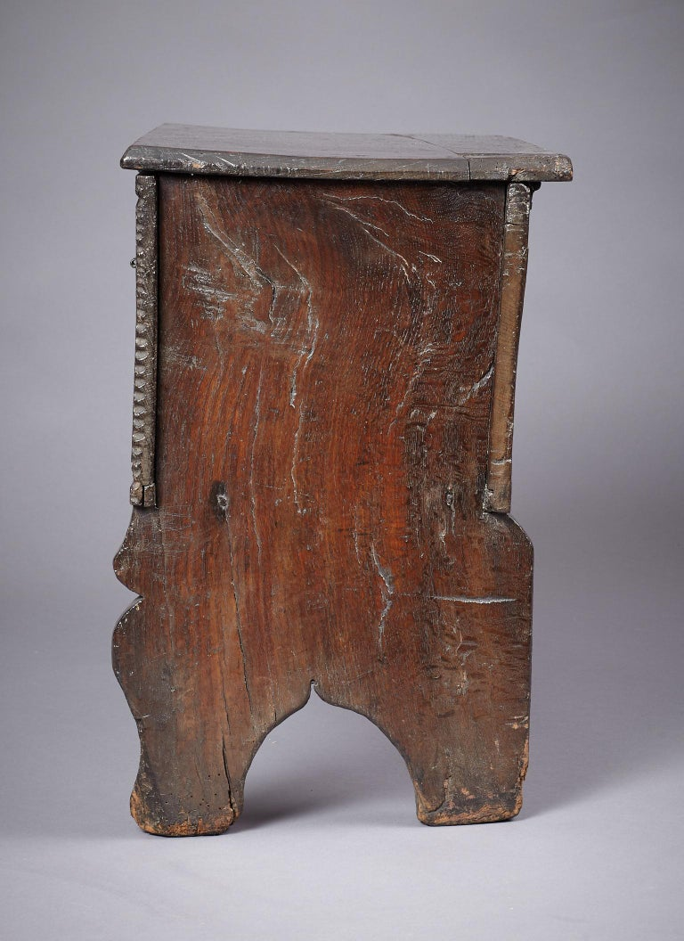 Medieval, Tudor Oak Boarded Chest, Henry VII / VIII, English, circa 1480-1530 For Sale 2