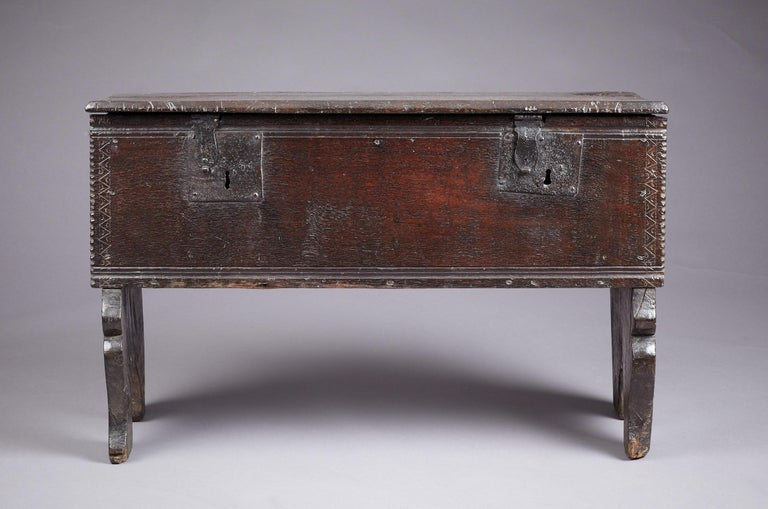 Medieval, Tudor Oak Boarded Chest, Henry VII / VIII, English, circa 1480-1530 For Sale 3
