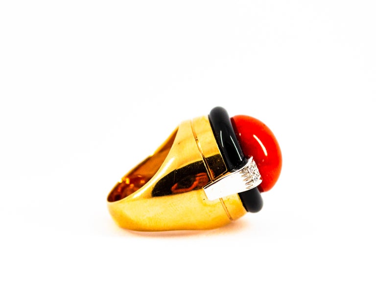 Mediterranean Red Coral 0.10 Carat White Diamond Onyx Yellow Gold Cocktail Ring For Sale 3