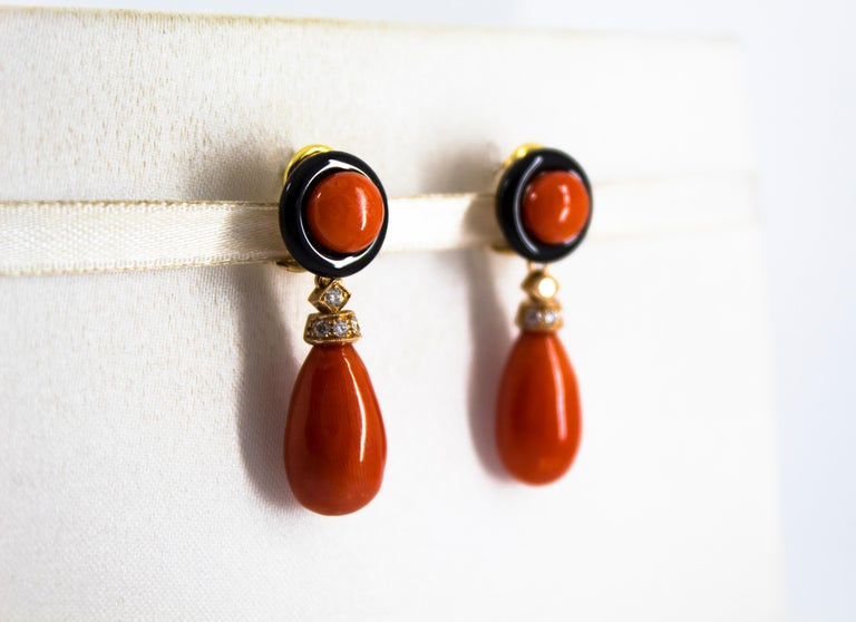 Mediterranean Red Coral 0.18 Carat White Diamond Onyx Yellow Gold Drop Earrings In New Condition For Sale In Naples, IT