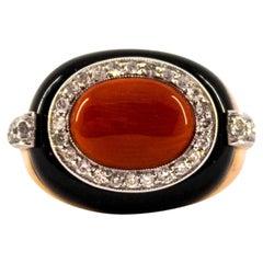 Mittelmeer rote Korallen 0,40 Karat Weißer Diamant Onyx Gelb Gold Cocktail-Ring