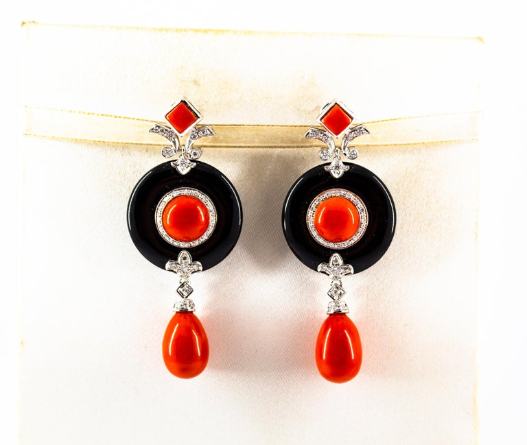 Mediterranean Red Coral 0.70 Carat White Diamond Onyx White Gold Drop Earrings In New Condition For Sale In Naples, IT