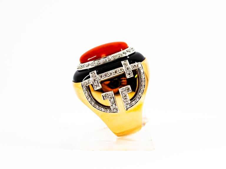Mediterranean Red Coral 1.00 Carat White Diamond Onyx Yellow Gold Cocktail Ring In New Condition For Sale In Naples, IT