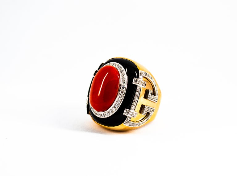 Mediterranean Red Coral 1.00 Carat White Diamond Onyx Yellow Gold Cocktail Ring For Sale 4