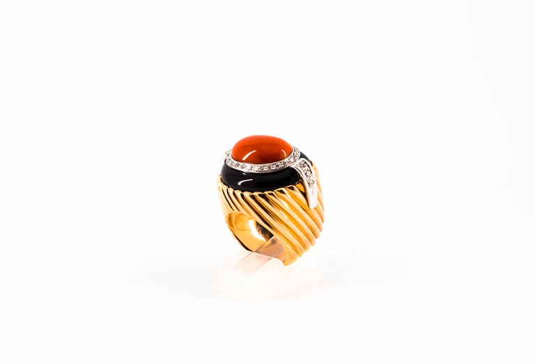 Mediterranean Red Coral Onyx 0.40 Carat White Diamond Yellow Gold Cocktail Ring In New Condition For Sale In Naples, IT