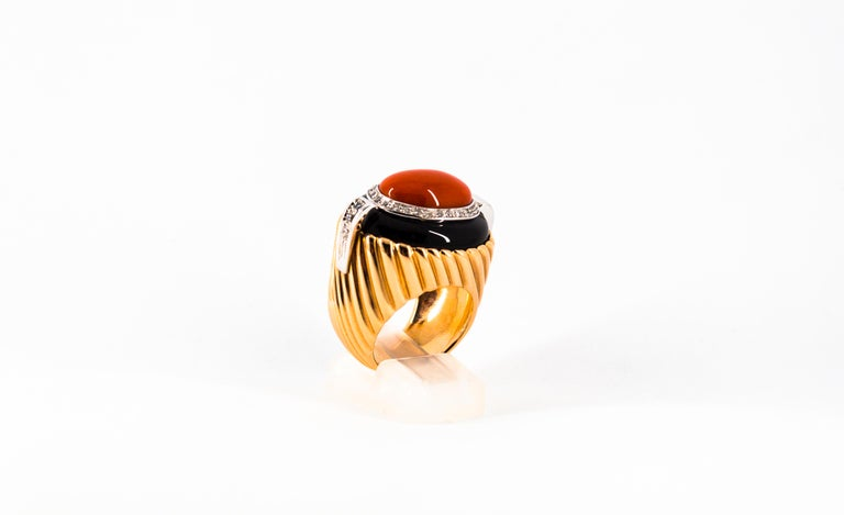 Mediterranean Red Coral Onyx 0.40 Carat White Diamond Yellow Gold Cocktail Ring For Sale 3