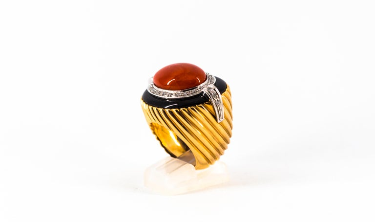 Mediterranean Red Coral Onyx 0.50 Carat White Diamond Yellow Gold Cocktail Ring In New Condition For Sale In Naples, IT