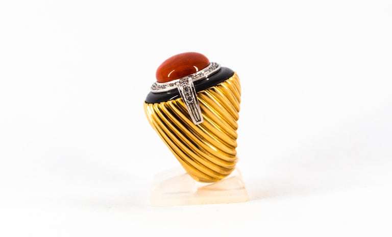 Mediterranean Red Coral Onyx 0.50 Carat White Diamond Yellow Gold Cocktail Ring For Sale 1