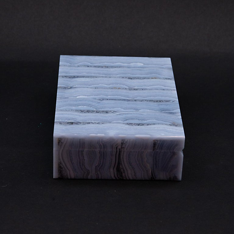 Medium Blue Lace Agate Hinged Stone Box In New Condition For Sale In New York, NY