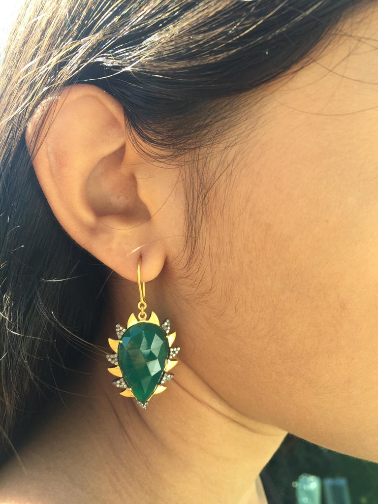 Meghna Jewels Claw Drop Earrings Green Onyx and Alt Diamonds In New Condition For Sale In Hoffman Estate, IL