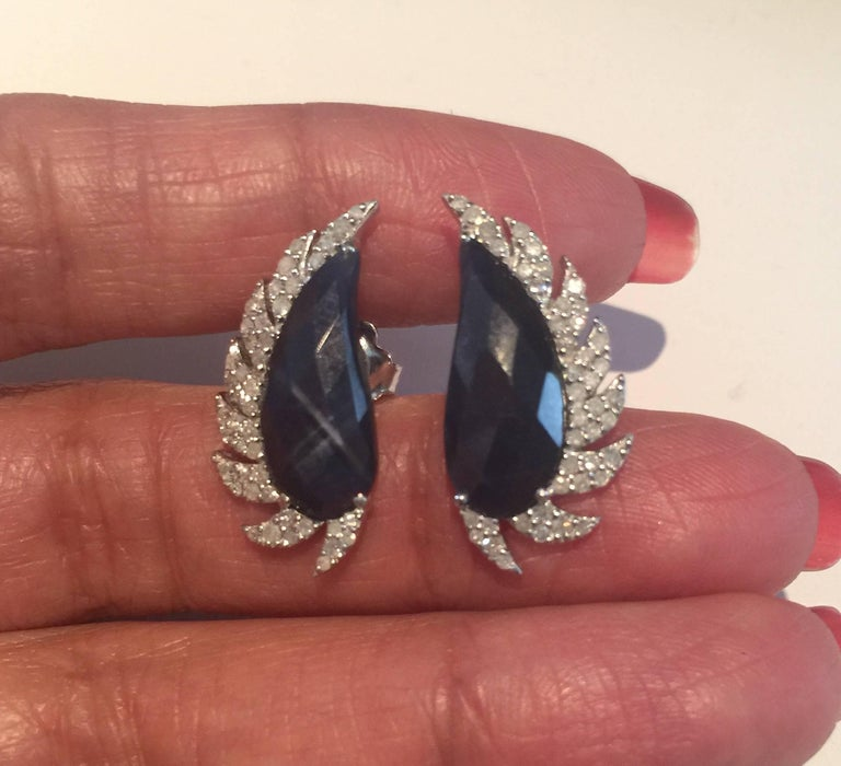 Meghna Jewels Claw Half Moon Studs Blue Sapphire and Diamonds In New Condition For Sale In Hoffman Estate, IL