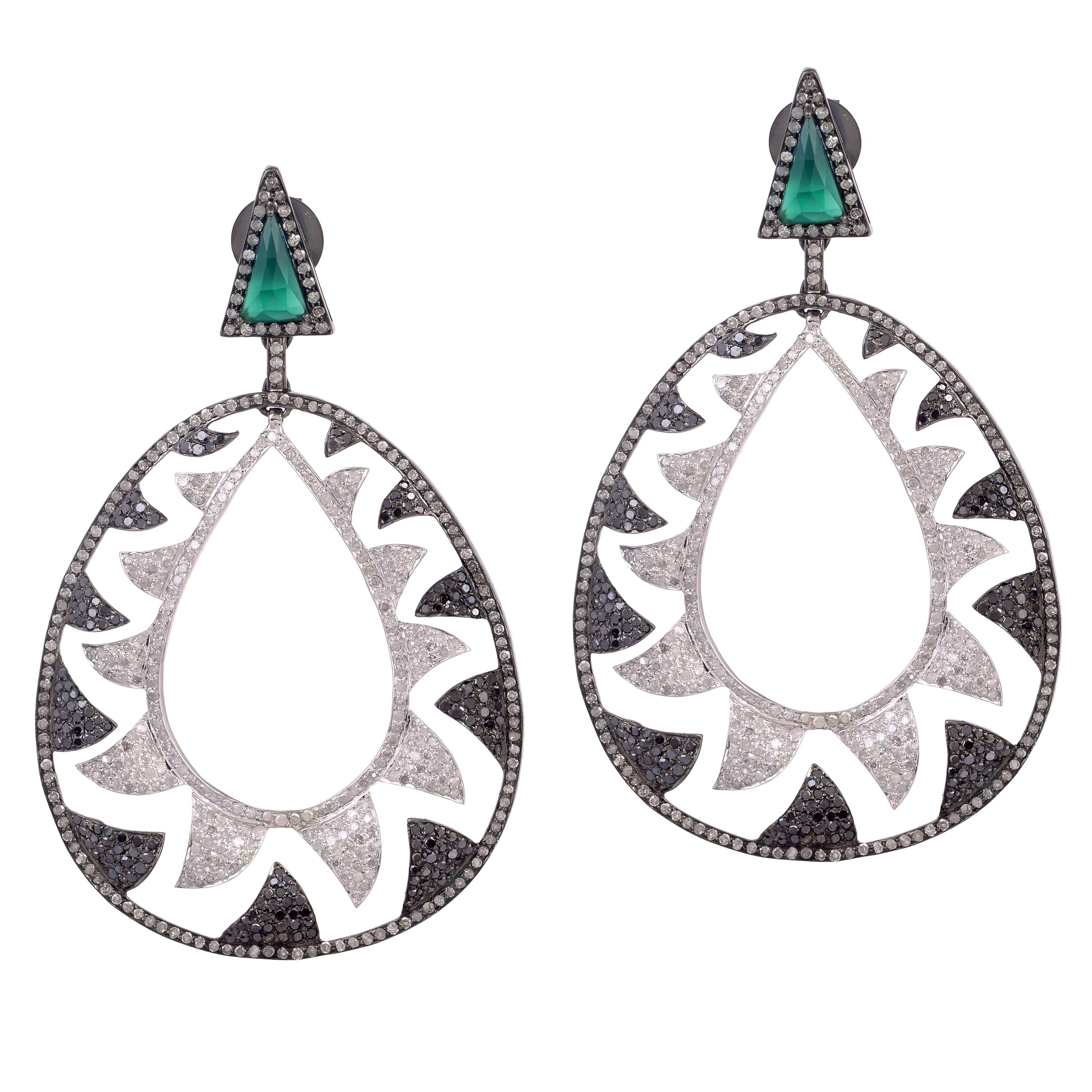 Meghna Jewels Interlocking Claw 6.22 Black White Diamond Earrings
