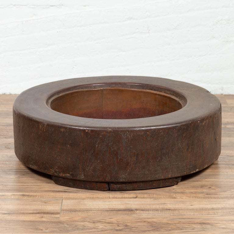 An antique Japanese Meiji period wood root hibachi from the early 20th century, with brown patina. Born in Japan during the early years of the 20th century, this round hibachi, made of the root of a tree, charms us with its rustic appearance. Used
