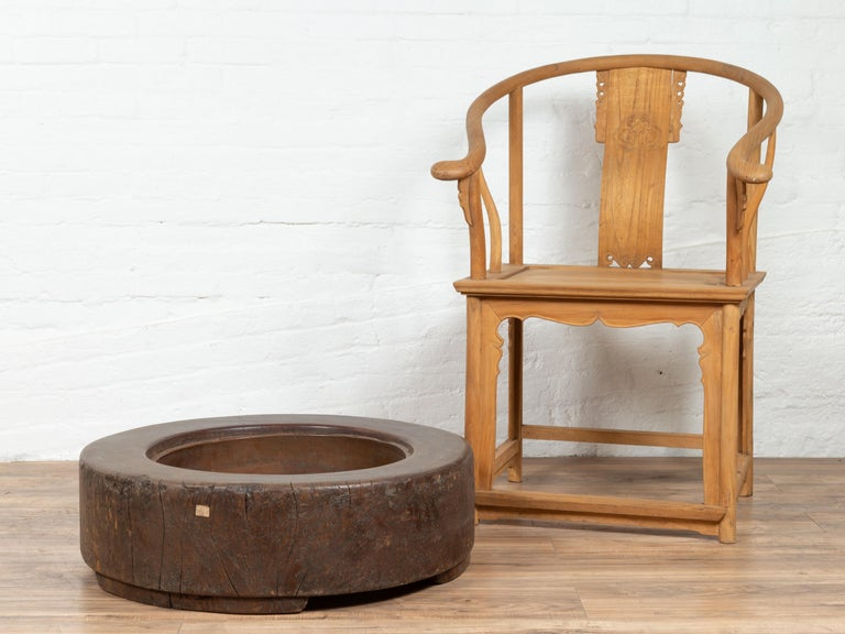 Meiji Period Japanese Wood Root Round Hibachi with Brown Patina, circa 1900 In Good Condition For Sale In Yonkers, NY