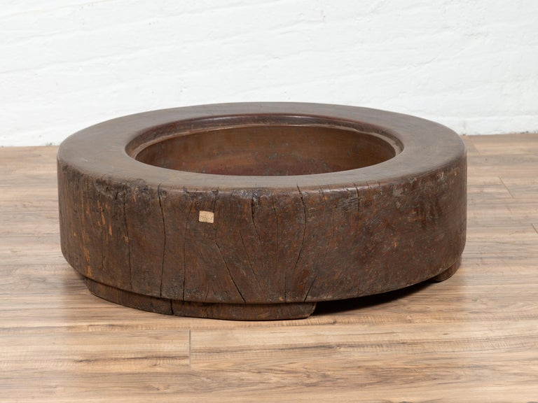 20th Century Meiji Period Japanese Wood Root Round Hibachi with Brown Patina, circa 1900 For Sale