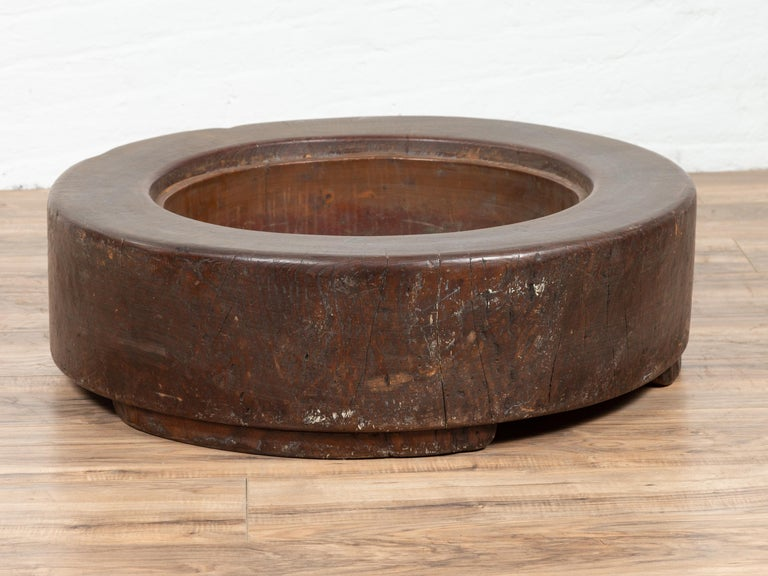 Meiji Period Japanese Wood Root Round Hibachi with Brown Patina, circa 1900 For Sale 1
