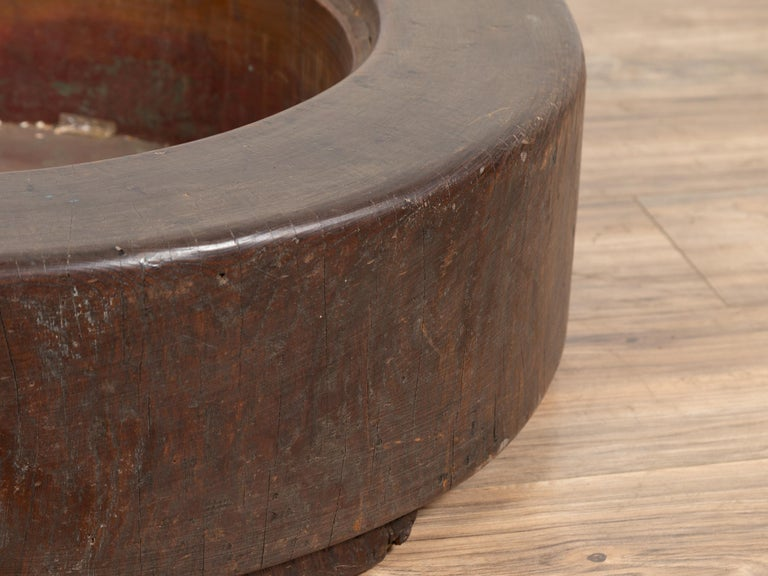 Meiji Period Japanese Wood Root Round Hibachi with Brown Patina, circa 1900 For Sale 4