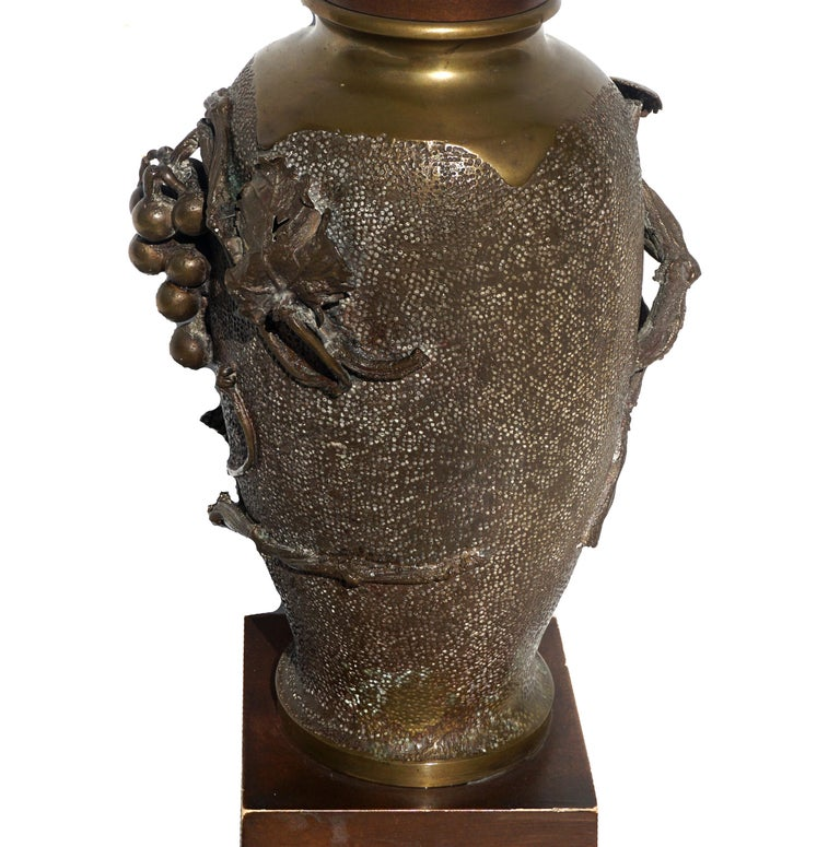 Hand-Crafted Meiji Taisho Period Japanese Bronze Grapevine Vase Table Lamp For Sale
