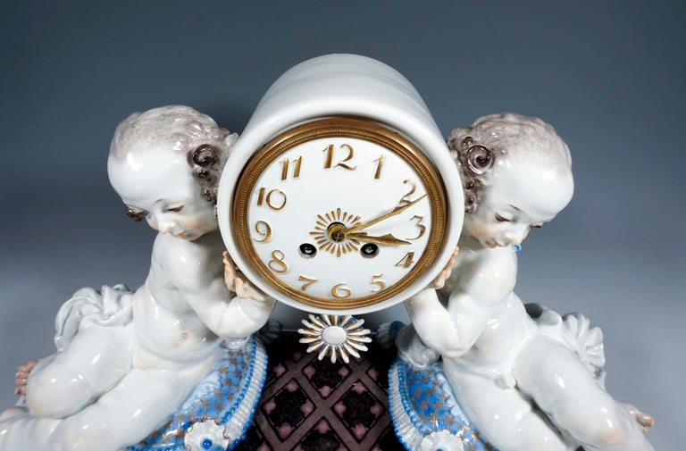 Rococo Revival Meissen Art Deco Mantle Clock with Two Putti by Paul Scheurich, 1920-1924 For Sale