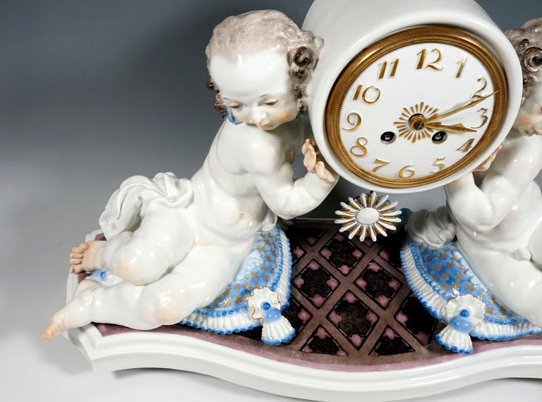 German Meissen Art Deco Mantle Clock with Two Putti by Paul Scheurich, 1920-1924 For Sale