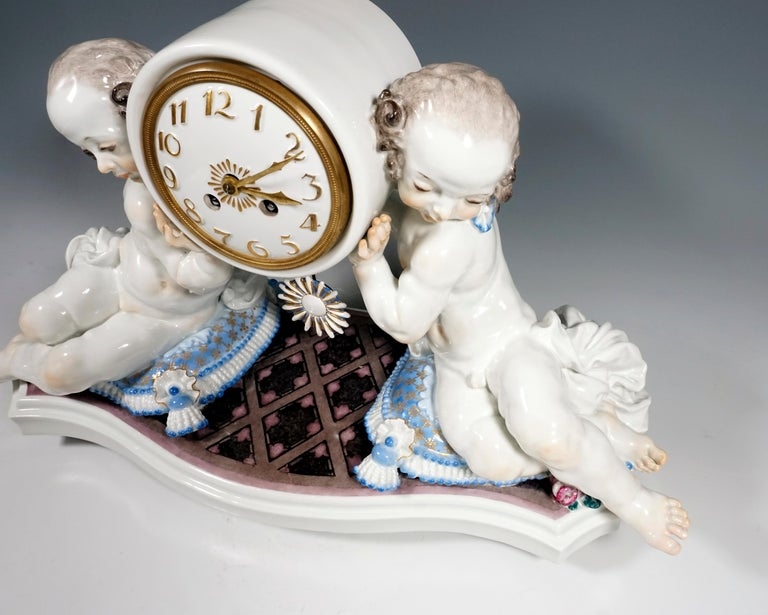 Meissen Art Deco Mantle Clock with Two Putti by Paul Scheurich, 1920-1924 In Excellent Condition For Sale In Vienna, AT