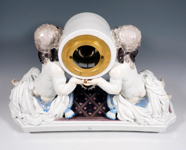 Meissen Art Deco Mantle Clock with Two Putti by Paul Scheurich, 1920-1924 For Sale 1